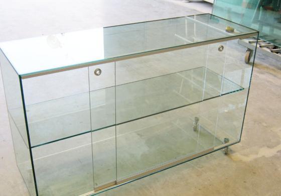 Gli espositori in vetro per qualsiasi evenienza