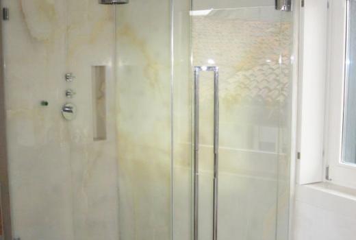 Il box doccia in vetro, comodo e pratico