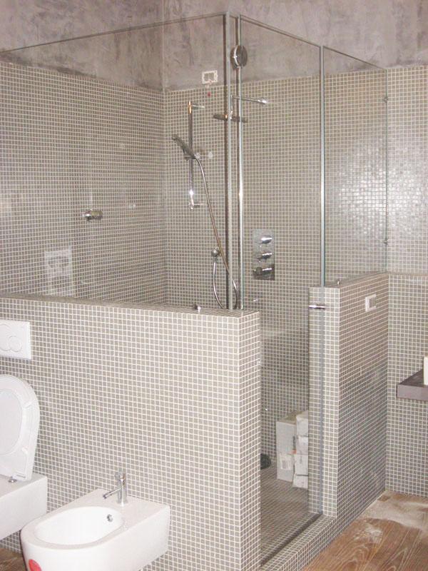 Arredamento bagno in vetro, il design e l\'eleganza